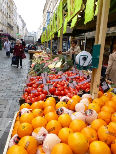 Rue Cler Produce outside