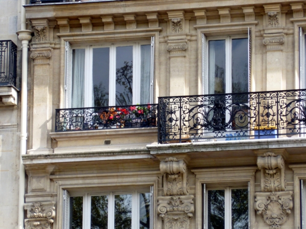 Picturesque building on the Seine detail