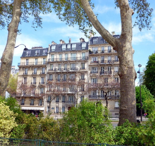 Picturesque building on the Seine