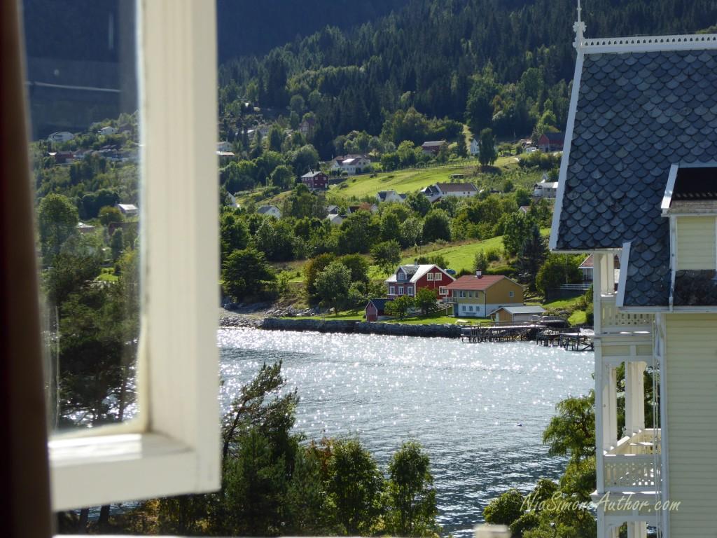 Balestrand-Fjordland-Norway-13