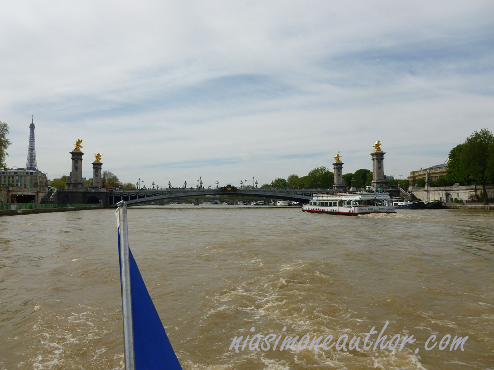 ferry-on-the-seine-Paris