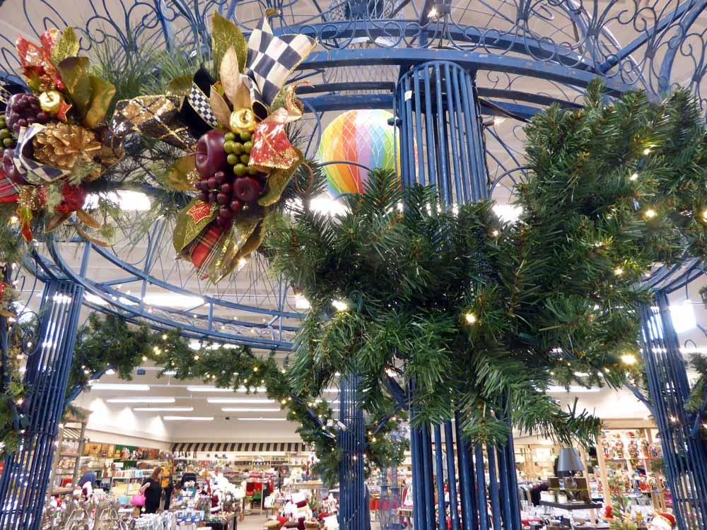 Christmas-decorations-niasimoneauthor 3